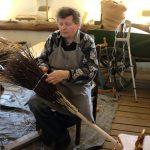 Jaroslav Brož – výroba březových košťat