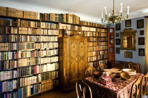 Pozůstalost J. V. Scheybala – sbírka rodiny Scheybalových, záběr do pokoje domu Scheybalových v Jablonci nad Nisou